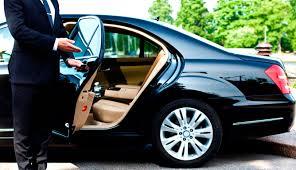 Thuê xe nội bài taxi uy tín đón người nước ngoài.